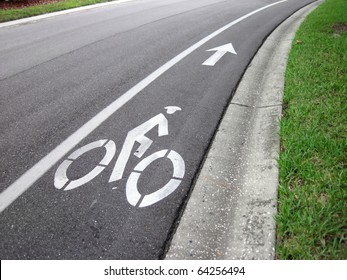 an image of a bike road sign and arrow