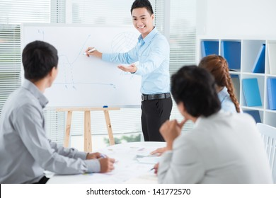 Image of a businessman presenting a new strategy to his colleagues
