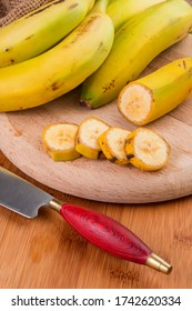 Image with Canary bananas and a typical peasant knife from the islands