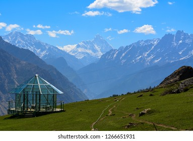 The image was captured at Auli in Indian state of Uttarakhand in April 2017. The peak visible in the centre is Nanda Devi, 2nd highest mountain in India and 23rd highest peak in the world at 25,643 ft