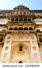 The image was captured at Datia Palace / Bir Singh Palace in Datia, Madhya Pradesh, India. It depicts the entry gate of the palace.