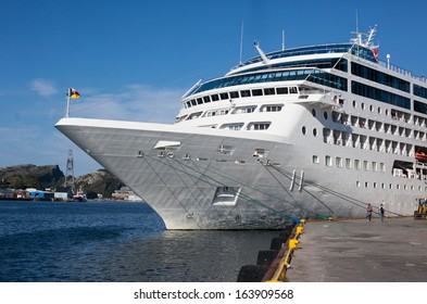 An image of cruise liner