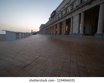 Image of the dike of Ostend, with its neoclassical royal gallery.