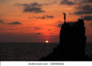 """an image of """"El clavadista"""" here at mazatlan, it's a rock structure where some people climb to jump into the sea water and rocks."""