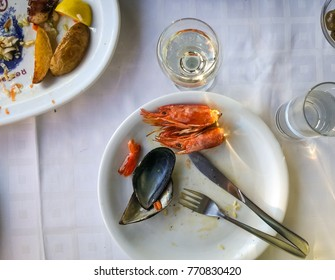 Image of empty plates with remnants of food after lunch