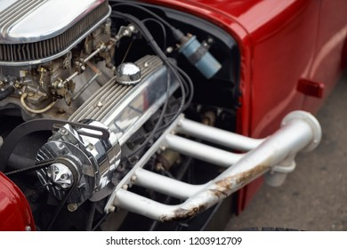 Image of the engine of the old car. Dual carburetor.