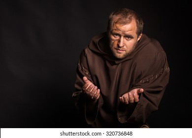 Image feeble man. The actor plays the role of a poor feeble. Sorrow and despair in the eyes of man. Medieval cassock and other accessories to the actor.