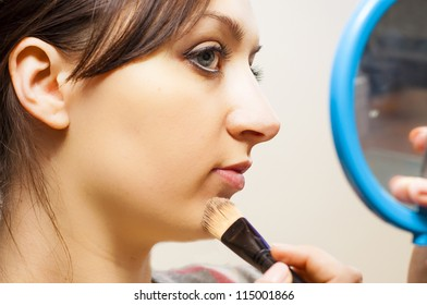 An image of girl making up