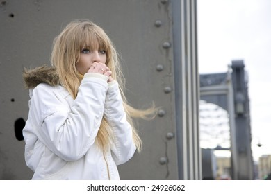 The image of a girl who walks on the background of the city