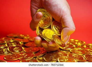 Image to grasp a gold coin, Image to seize success