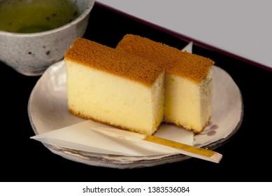 Image of handmade kasutera  and green tea