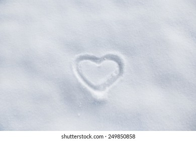 Image of the heart in the snow