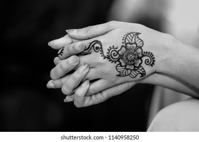 952a4873d image of henna on female hand isolated on black ( black background).Inai in