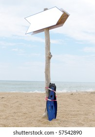 The image of indicator arror on the beach