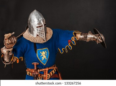 Image of knight who is defending himself