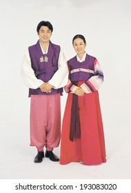 The image of Korean wearing traditional clothes