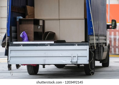 the image of a Loading truck