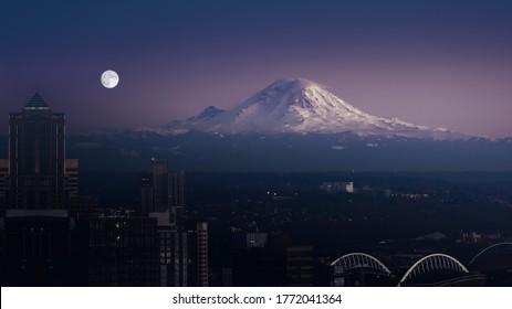 An image of Mount Rainier Seattle USA