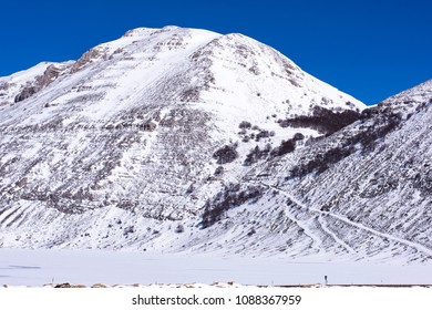 Image of a mountain of Abruzzo covered with snowImage of a mountain of Abruzzo covered with snow