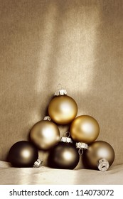 An image of a nice golden christmas background