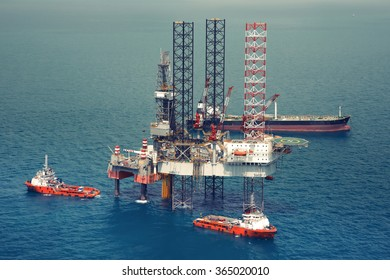 Image of oil platform while cloudless day(color tone)
