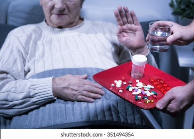 Image of old hospital patient refuse medicnes