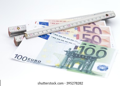 Image shows banknotes which are clamped in a folding ruler