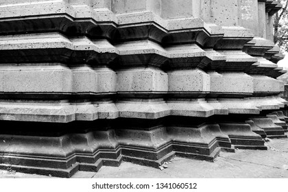 The image shows the close up of the pillars of a Hindu temple in Maharashtra, India