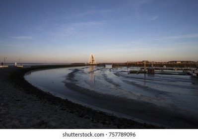 Image shows the Juister harbour with its landmark at low tide