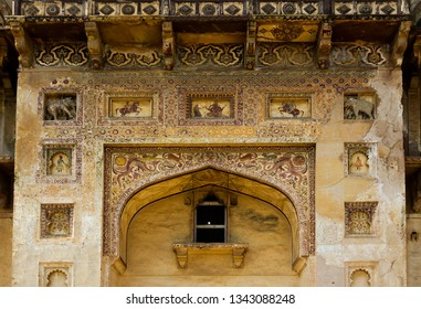 The image shows the stucco work on the wall of the entry gate of Datia Palace also known as Bir Singh Deo Palace in Datia, Madhya Pradesh, India