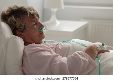 Image of sick woman with nasal cannula