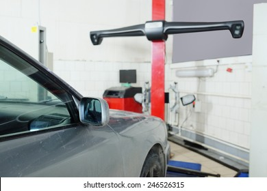 Image of a similarity collapse equipment in a car repair garage