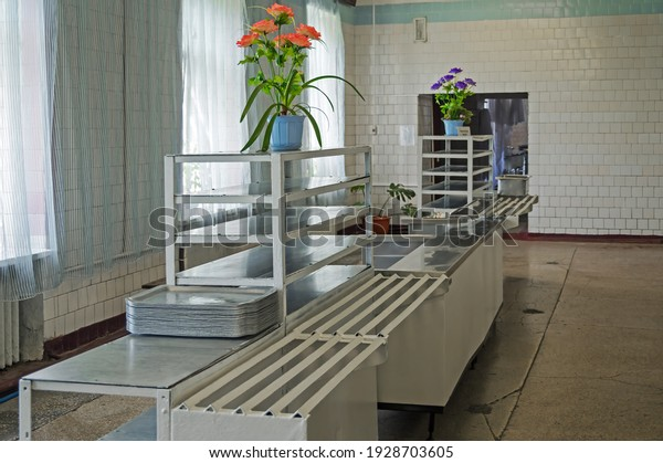 image-soldiers-canteen-room-eating-600w-