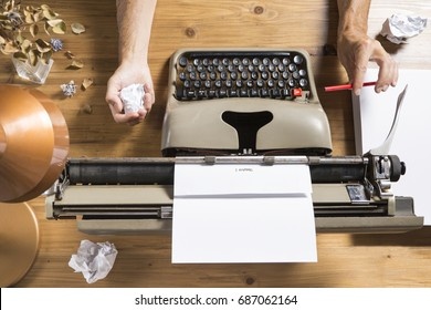 Image that portrays a writer who finds no inspiration to write / The writer's block