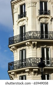 Image of a typical Haussmann building in Paris.
