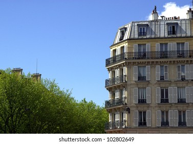 Image of a typical Parisian building