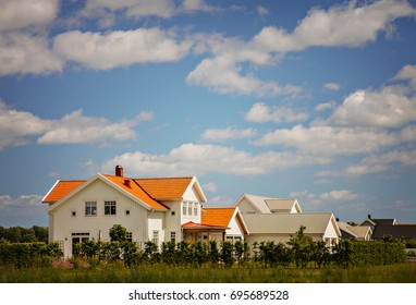 Image of white wooden houses, in typical scandinavian style.