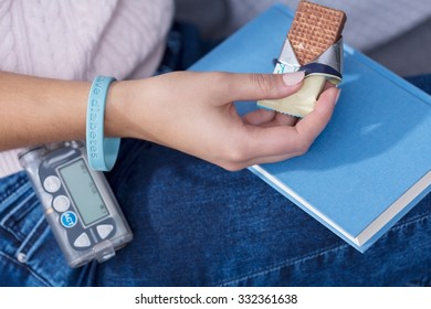 Image of woman with hypoglycemia eating diabetic snack