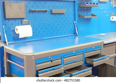 The image of a working bench for car repair station