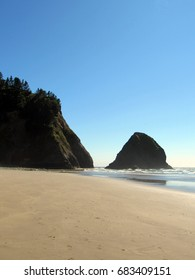 IMAGES OF OREGON COAST FROM HIGH MOUNTAIN CLIFF