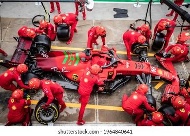 Imola, Italy. 15-18 April 2021. Formula1 World Championship. Gran Prix of Made in Italy and Emilia Romagna. Mechanics Ferrari during pit-stop training.
