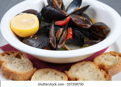 Impepata di cozze is a typical Italian dish with mussels