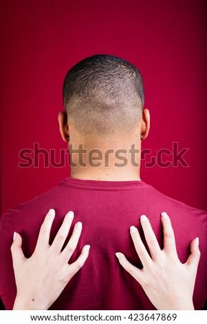 Welche Handgesten auf Oralsex hindeuten — bild 13