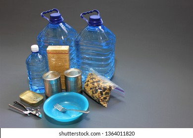 Its important to include non perishable foods within your survival kit or go bag.These could include dry biscuits,tinned food,dried fruit and bottled water.