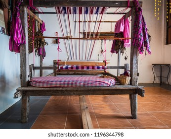 Important tools used in the weaving loom or looms. A tool used in weaving the most common type is a two and a loom. Consisting of shuttle looms pedal spindle, wood, wood for the night looms for spinni