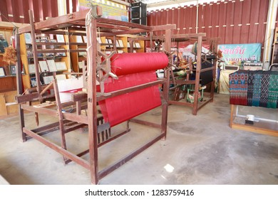 Important tools used in the weaving loom or looms. A tool used in weaving the most common type is a two and a loom. Consisting of shuttle looms pedal spindle, wood for the night looms for spinni