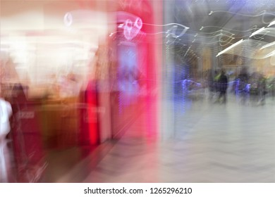 Impressionist photographs of people shopping in the mall, commercial center, shopping center. shopping mall, photographic sweeps at low speed, to give a sensation of action and movement.