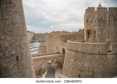 The impressive city wall of Dubrovnik