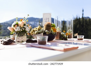 Impressive wedding table with cactus and flowers