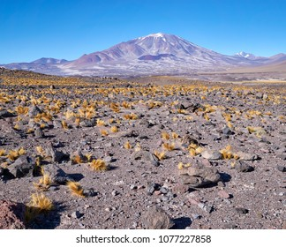 Inca Huasi Mount, The six thousand peaks road, San Francisco Pass. The pass connects the Argentinian province of Catamarca with the Atacama Region in Chile